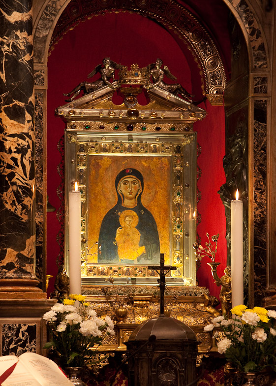 The shrine of the Nicopeia in San Marco