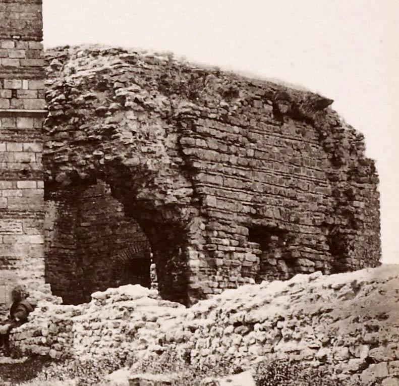 Tekfur Sarayi - passage on wall