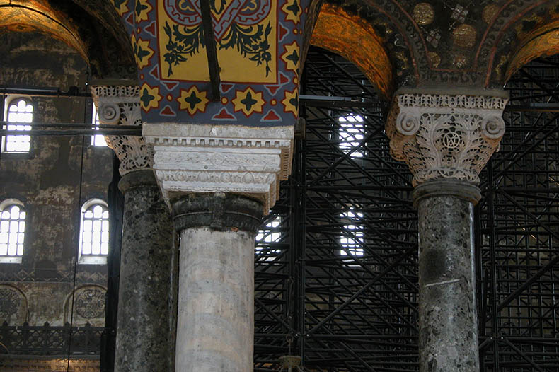 Verde Antico columns Proconnesian capitals