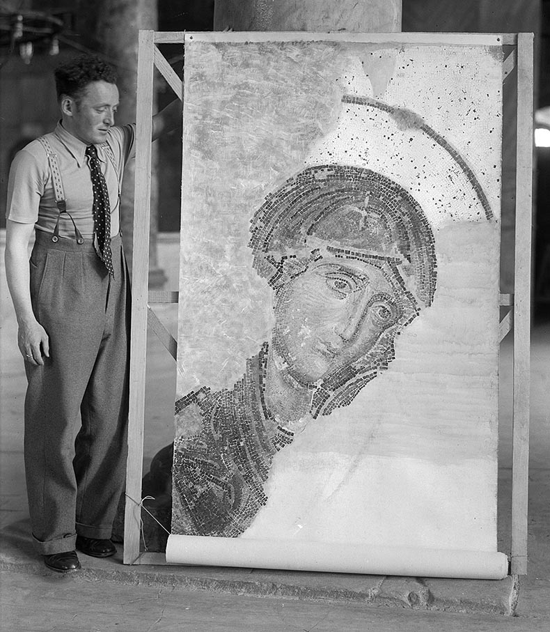 Painting a replica of the Deesis in Hagia Sophia
