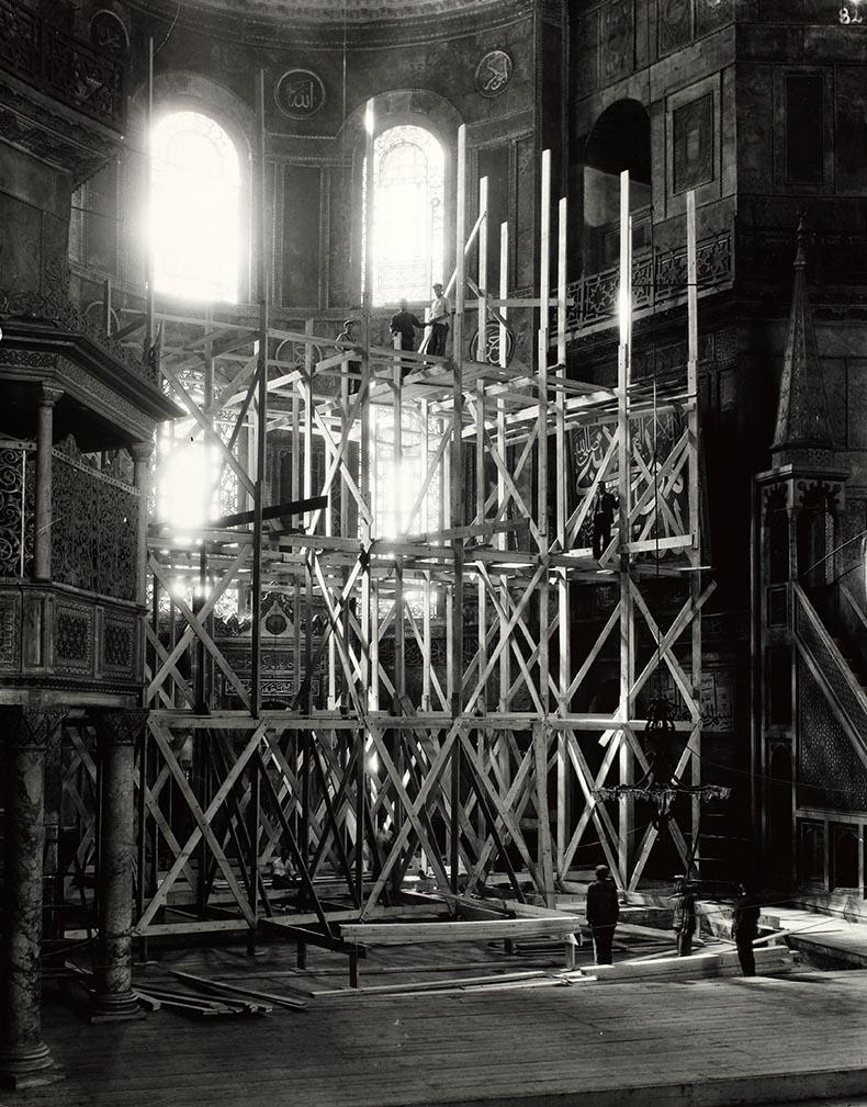 Puttting up the scaffold apse Hagia Sophia