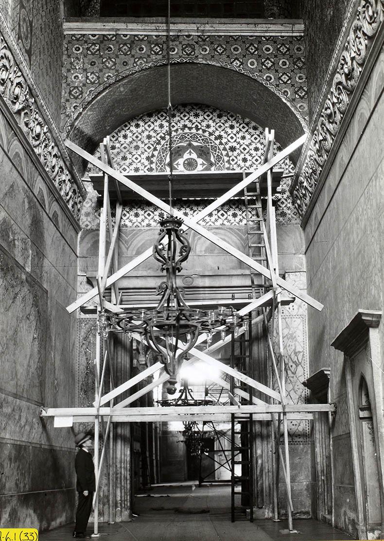 scaffold in vestibule Hagia Sophia
