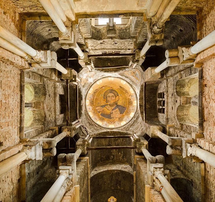 Church Parigoritissa in Arta view into the dome